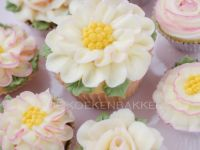 Buttercreme flower cupcakes